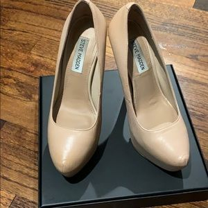 Nude platform almond toe leather heels size 7